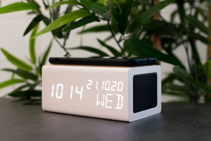 AVENWOOD induktiv 10W charging White Wecker with Speaker